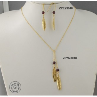 Gold plated tied necklace with 2 garnet stone and 2 olive leaves (60cm chain)