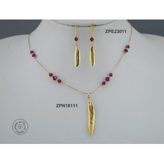 Gold plated Necklace chain with Swarovski (Ruby color)