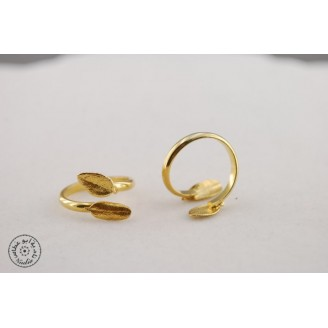 Gold plated ring with 2 small olive leaves