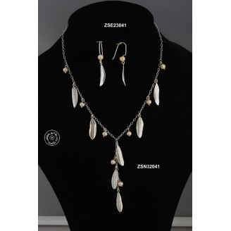 Sterling silver chain necklace -  42cm around the neck  -  9 cm hanging chain (7 olive leaves -  8 pink pearl beads)
