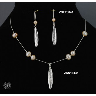 Sterling silver chain necklace with semi precious stone and 1 olive leaf (pink pearl bead)