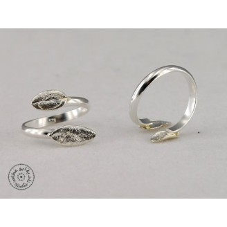 Sterling silver ring with 2 olive leaves